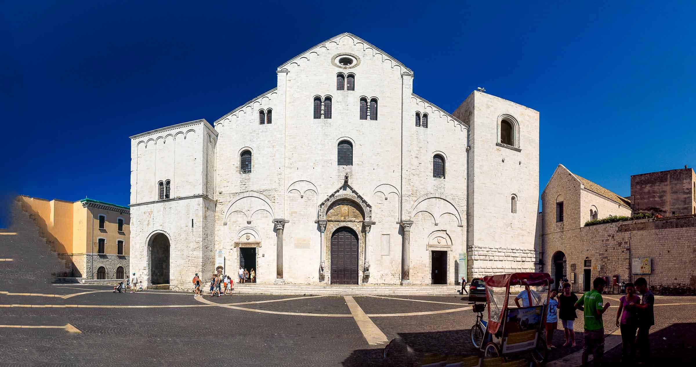 Bari Church Outside